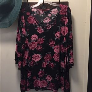 Torrid pullover style blouse floral size 2